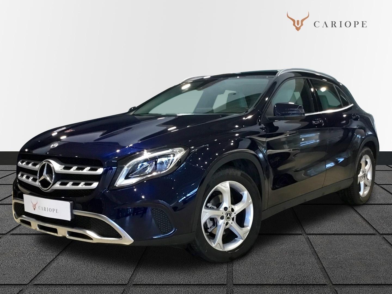 Coche Mercedes-Benz en color azul de Cariope